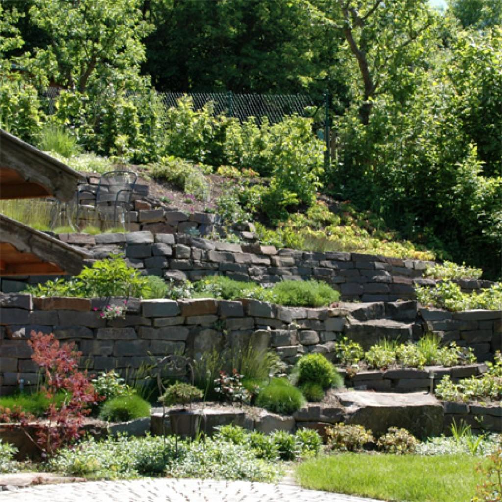 möhnesee pflanzungen, terassen, braun, natursteine, pflege, gartenbau, arnsberg, galabau, hangabfang, arnsberg, teiche, schwimmteiche, naturteiche