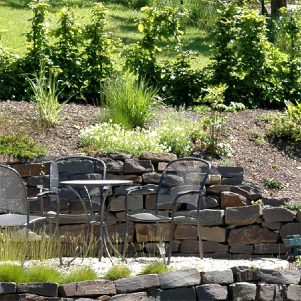 arnsberg, teiche, schwimmteiche, naturteiche, möhnesee pflanzungen, terassen, braun, natursteine, pflege, gartenbau, arnsberg, galabau, hangabfang